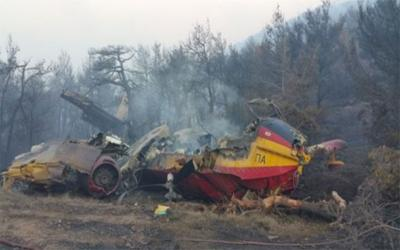 Στο νοσοκομείο παραμένουν οι πιλότοι του Canadair που κάηκε στα Δερβενοχώρια