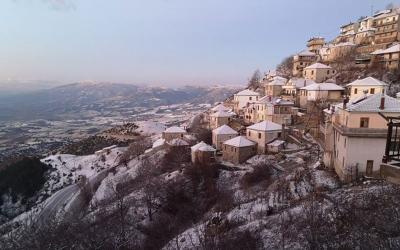 """Χιόνισε στα ορεινά της Λάρισας – Η κακοκαιρία """"κατεβαίνει"""" στα πεδινά"""