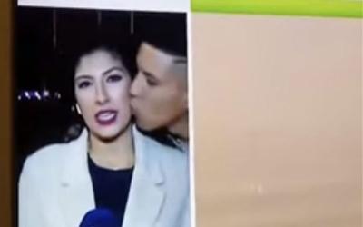 Ισπανία: Φίλησε ρεπόρτερ on air και καταδικάστηκε για σεξουαλική παρενόχληση