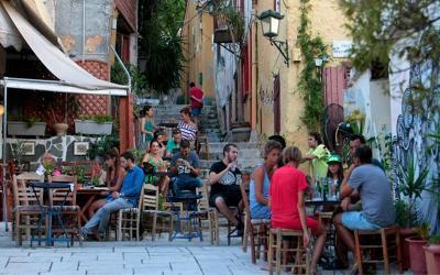 Καλοκαιράκι με beach bar και ανοιχτά εστιατόρια
