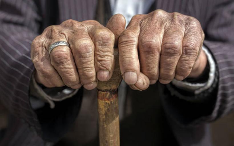 Βόλος: Μπήκαν σπίτι και τον βρήκαν ημιλιπόθυμο από την πείνα! Στο φως ακόμα ένα ανθρώπινο δράμα