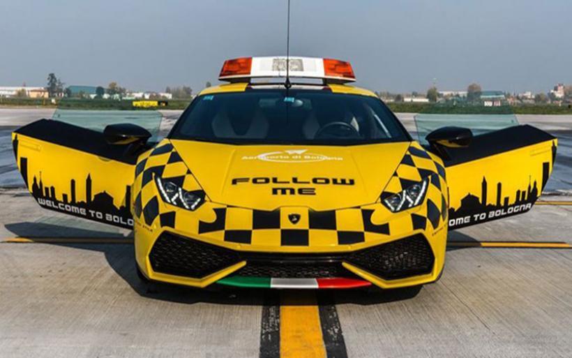 Lamborghini Huracan στο αεροδρόμιο της Μπολόνια...