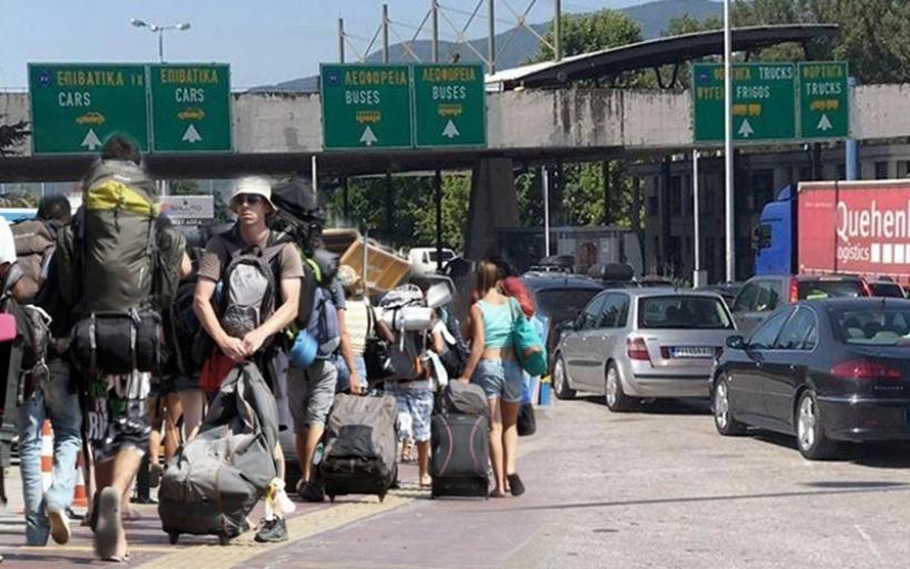 Τουλάχιστον 23.000 οχήματα πέρασαν σε μια μέρα από τον Προμαχώνα