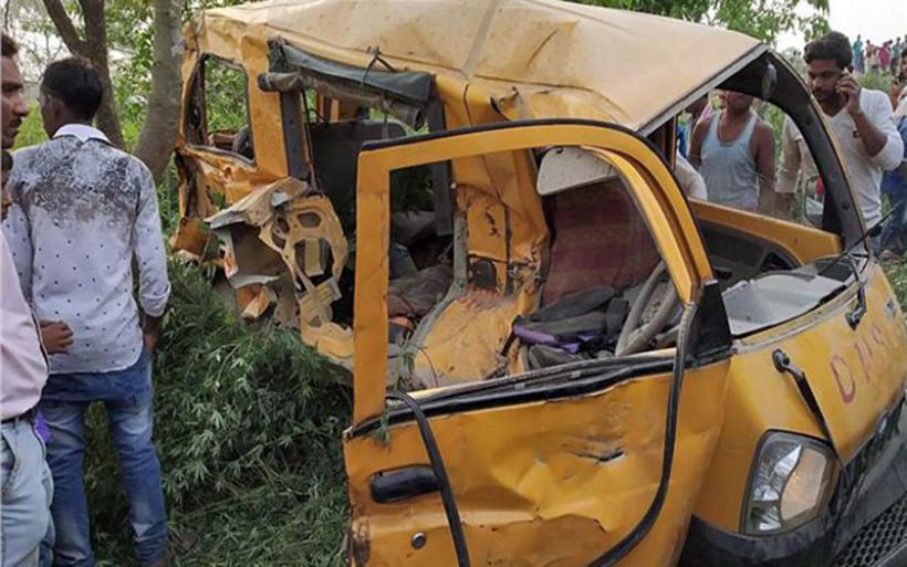 Ινδία: Δεκατρία παιδιά νεκρά από σύγκρουση τρένου με λεωφορείο