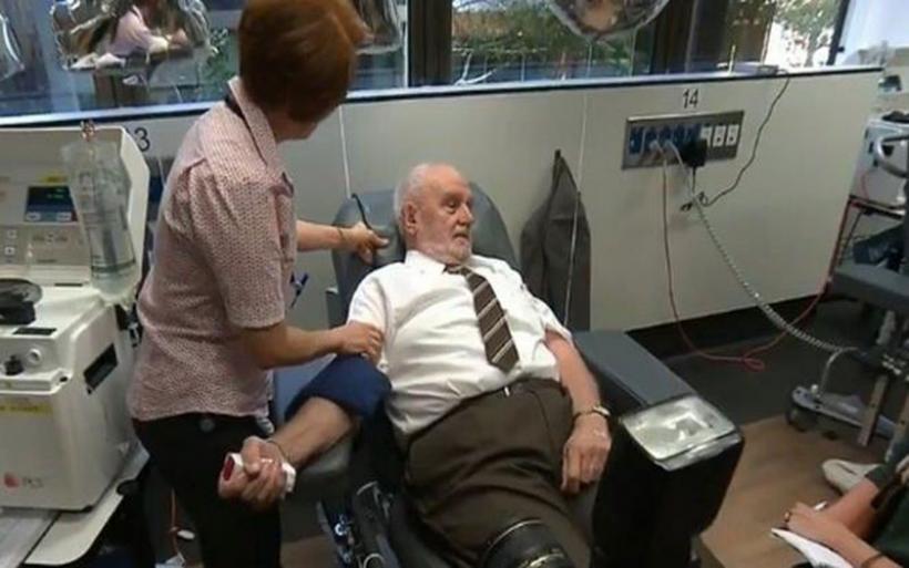 Ανδρας με σπάνιο αίμα έσωσε εκατομμύρια μωρά δίνοντας αίμα επί 60 χρόνια
