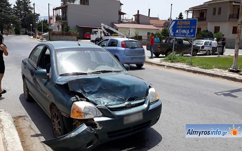 Ατύχημα στον Αλμυρό μετά από παραβίαση STOP (φωτο)