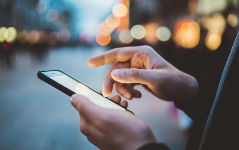 Η πόλη που απαγόρευσε την χρήση κινητών σε όσους περπατούν σε δημόσιους χώρους