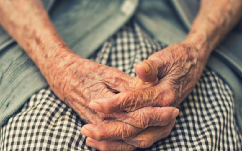 Έκλεψαν 1.000 ευρώ από γυναίκα 102 ετών ετών στην Γαύριανη - 3 συλλήψεις από την αστυνομία
