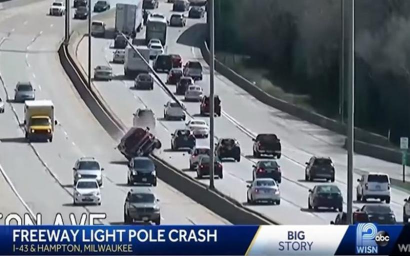 Αυτοκίνητο εκτός ελέγχου σκορπά τον πανικό σε κεντρική λεωφόρο των ΗΠΑ- ΒΙΝΤΕΟ