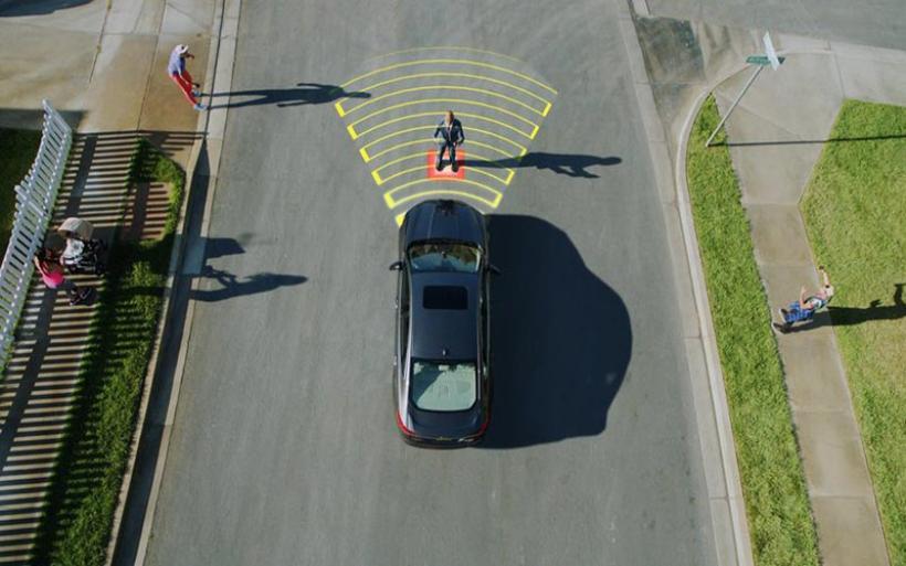 """Το επόμενο... βήμα των πεζών το νέο """"στοίχημα"""" για τα αυτόνομα οχήματα"""