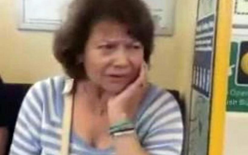 Η Πίτσα Παπαδοπούλου τραγουδά στο μετρό και γίνεται viral (vid)