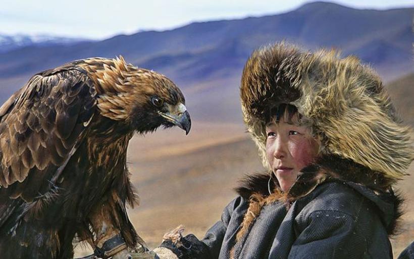 Η φυλή της Μογγολίας που ζει αρμονικά με λύκους, τάρανδους και άγριους αετούς