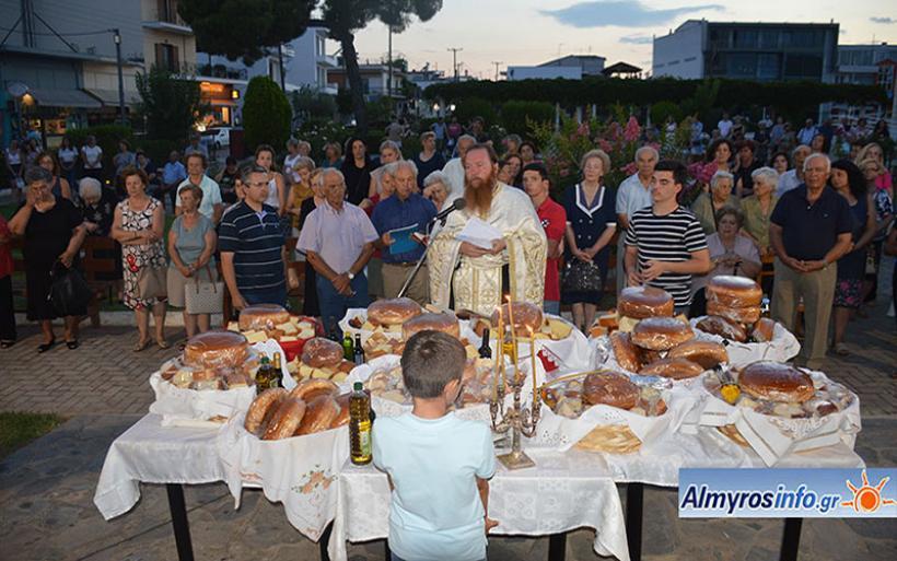 Πλήθος πιστών στον εορτασμό της Αγ. Παρασκευής στον Αλμυρό (φωτο)