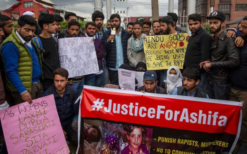 Ο φρικτός ομαδικός βιασμός, βασανισμός και φόνος 8χρονης έχει εξοργίσει το Κασμίρ