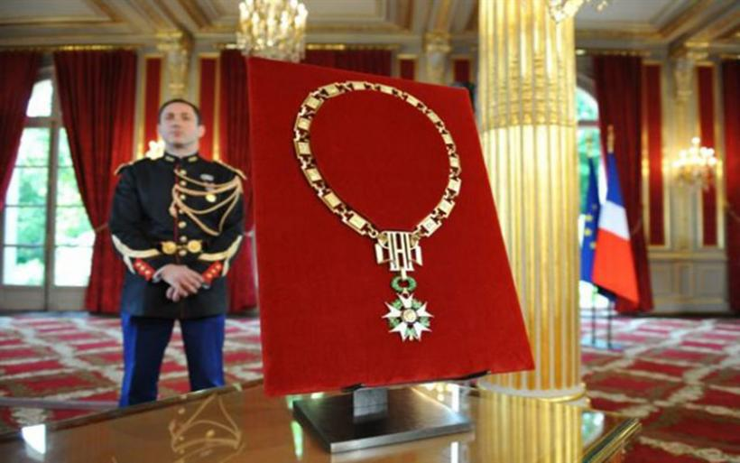 Οι λεγεωνάριοι της ντροπής - Έλαβαν το Μετάλλιο της Λεγεώνας της Τιμής και στη συνέχεια τους αφαιρέθηκε