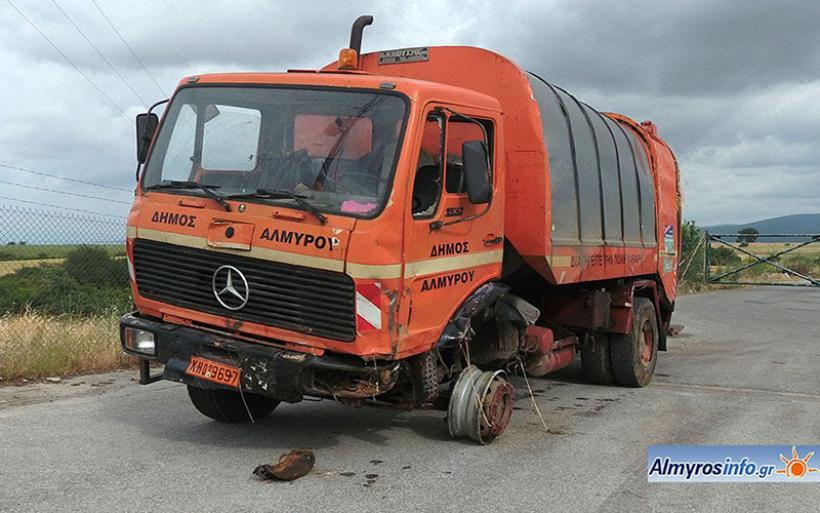 Ατύχημα με απορριμματοφόρο του Δήμου - Αναλαμβάνει την ευθύνη ο Δ. Εσερίδης (φωτο)