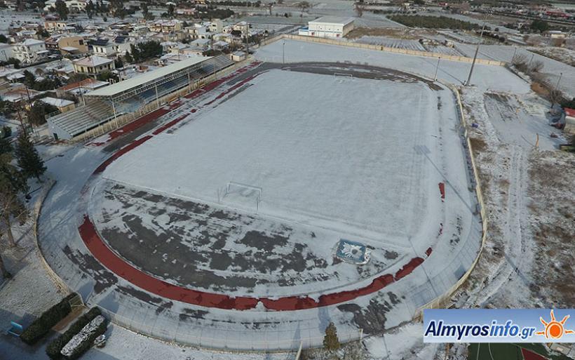 Ντυμένα στα λευκά τα γήπεδα του Αλμυρού (φωτο)