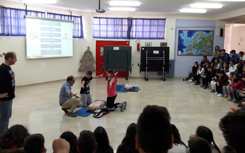 Οι μαθητές του Γυμνασίου Ευξεινούπολης εκπαιδεύονται για να σώζουν ζωές!!