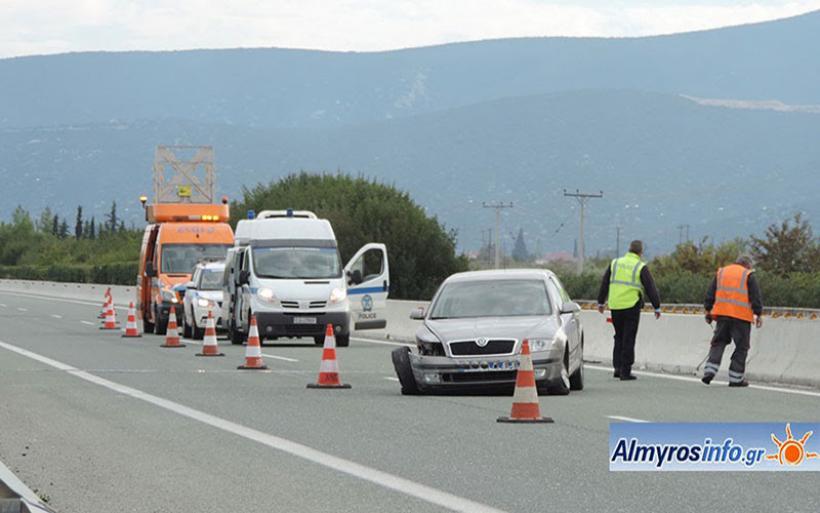 Εκτροπή οχήματος στην ΠΑΘΕ στο ύψος του Αλμυρού (φωτο)
