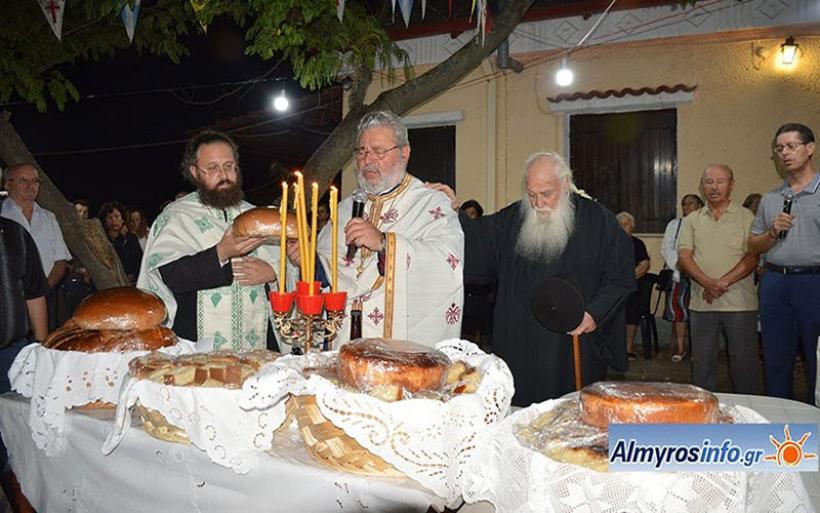 Πλήθος πιστών στον εορτασμό της Υψώσεως του Τιμίου Σταυρού στον Αλμυρό (φωτο)