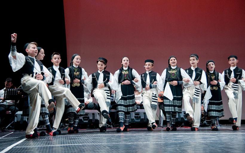 Παραδοσιακοί χοροί  από το Λύκειο των Ελληνίδων Βόλου-Π.Τ. Χ. Αλμυρού και το Λύκειο των Ελληνίδων Ιωαννίνων