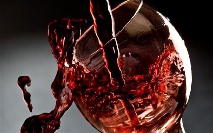 Κόκκινο κρασί εναντίον ουλίτιδας και τερηδόνας