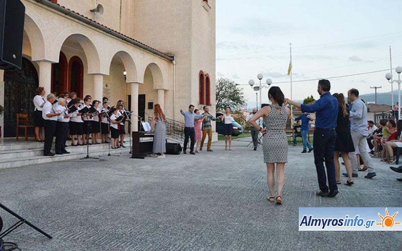 Τραγουδώντας και χορεύοντας για το καλοκαίρι στην Ευξεινούπολη (βίντεο&φωτο)