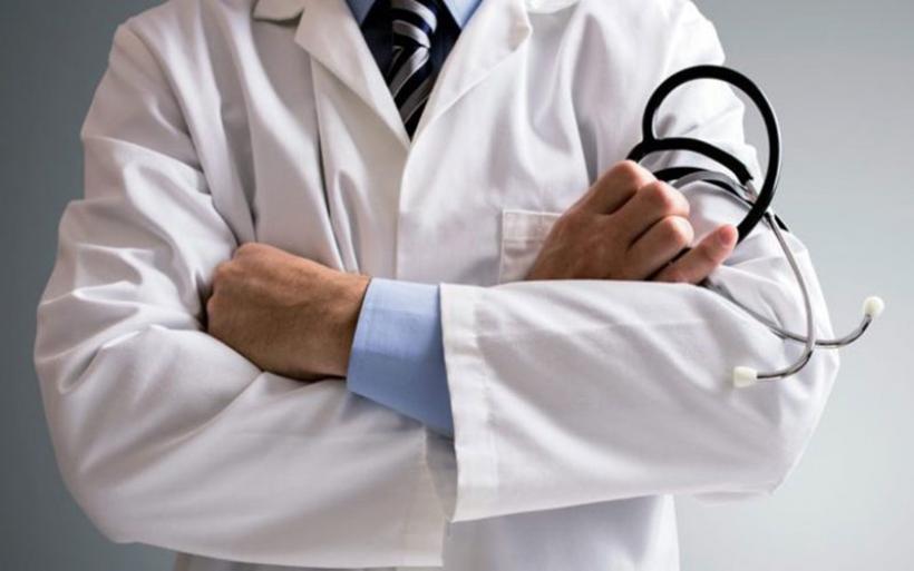 """Μαγνησία: Έρευνα για κομπίνα για """"απαλλαγή"""" από εμβολιασμούς – «Φάμπρικα» φέρεται να έχει στήσει Βολιώτης ιδιώτης γιατρός"""
