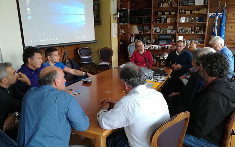 Συνάντηση Δωροθέας Κολυνδρίνη με ελαιοπαραγωγούς του Πτελεού