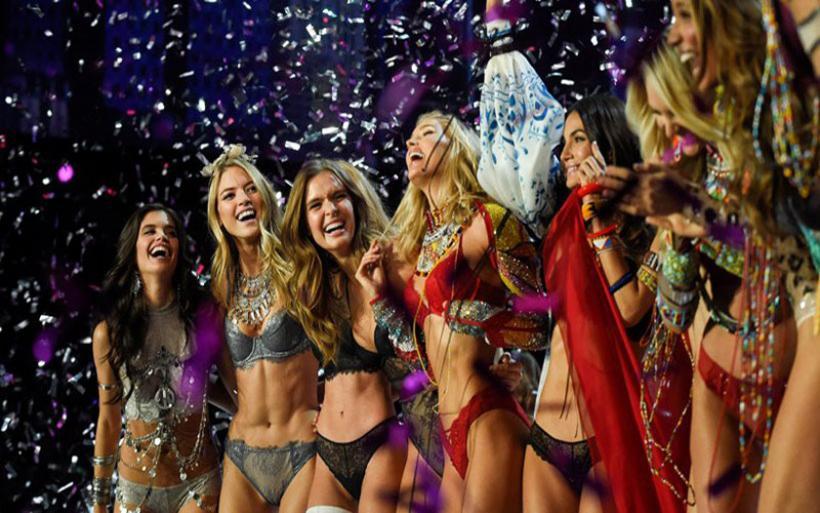 «Θάμπωσαν» τη Σαγκάη τα αγγελάκια της Victoria's Secret