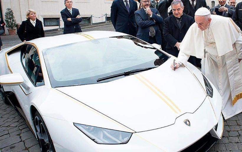 Πόσο πουλήθηκε η Lamborghini Huracan του Πάπα;