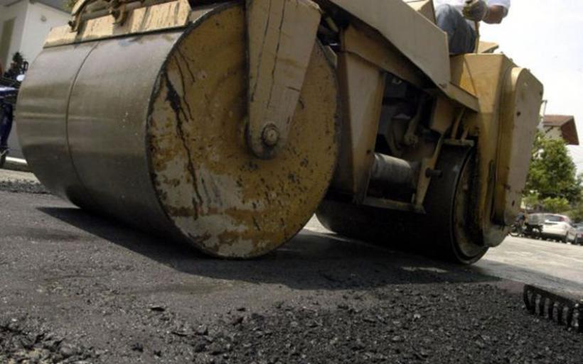 Παρεμβάσεις σε δρόμους του Δήμου Αλμυρού – Προωθούνται εργασίες για την επισκευή οδοστρωμάτων