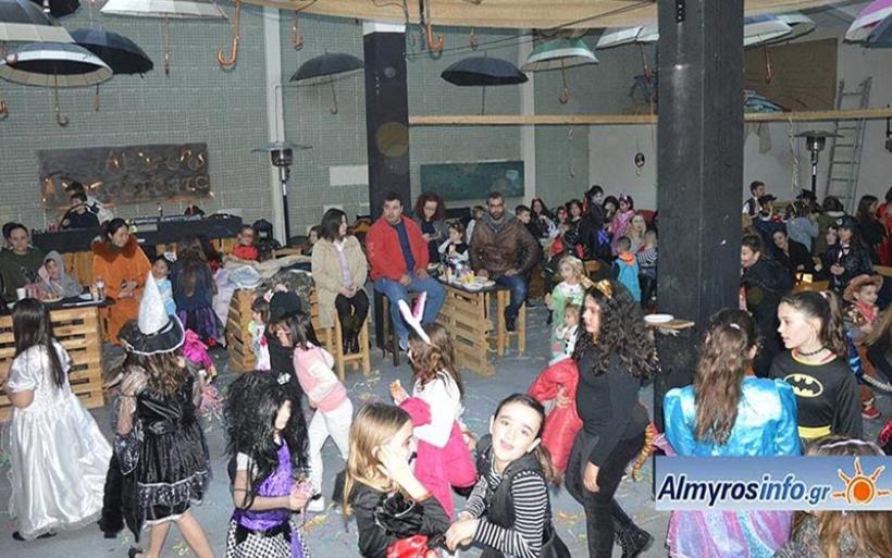Αποκριάτικο μασκέ party από το 5ο Δημοτικό και το 2ο Νηπιαγωγείο Αλμυρού (φωτο)