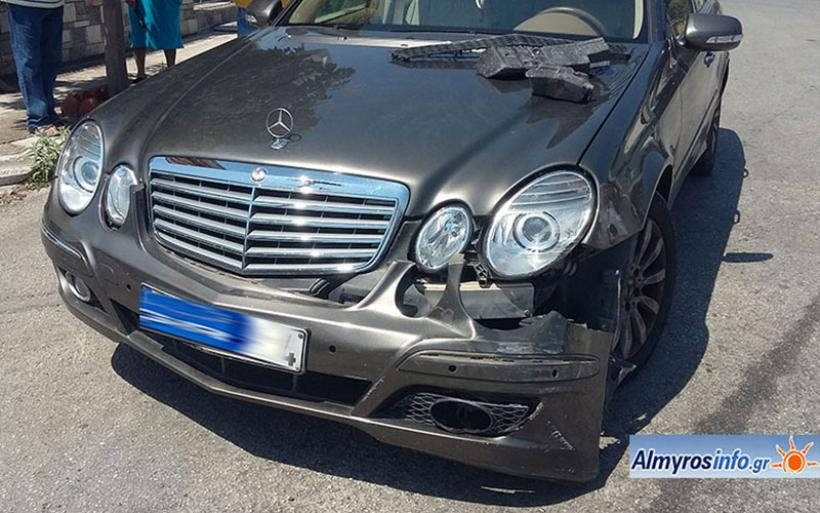 Ατύχημα με υλικές ζημιές στον Αλμυρό (φωτο)