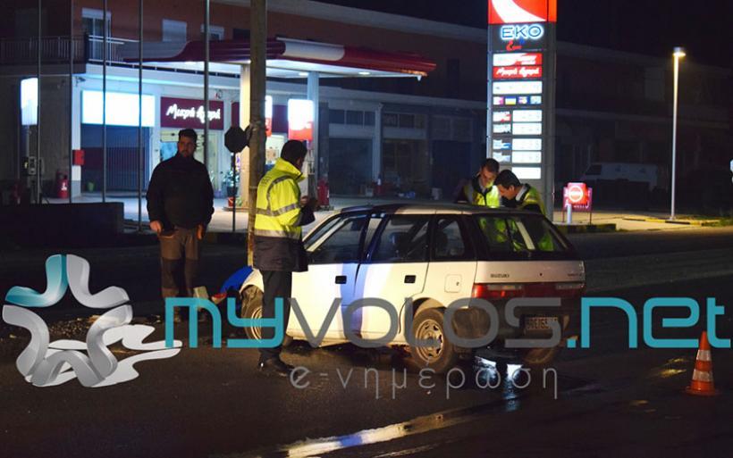Βόλος: IX σταμάτησε σε κολώνα φωτισμού στη Λαρίσης. Τραυματίστηκαν δύο άτομα (εικόνες)