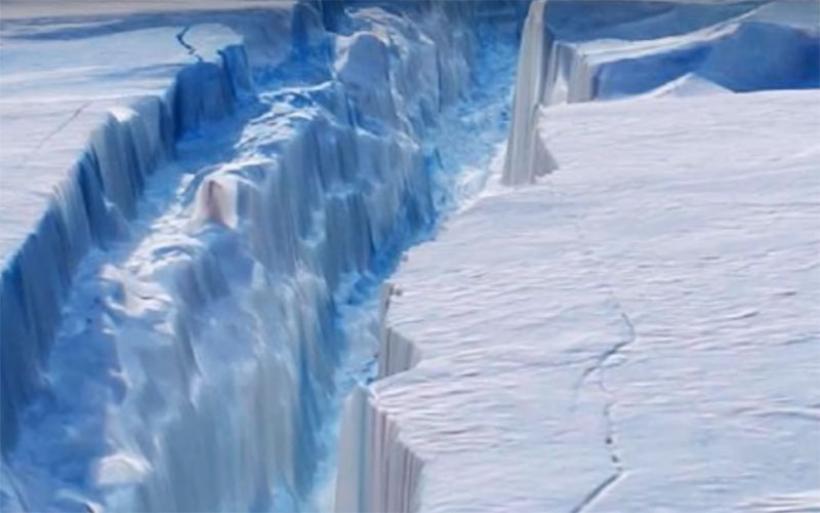 Ενα γιγάντιο παγόβουνο στο μέγεθος της Κύπρου πλέει προς τον Ατλαντικό
