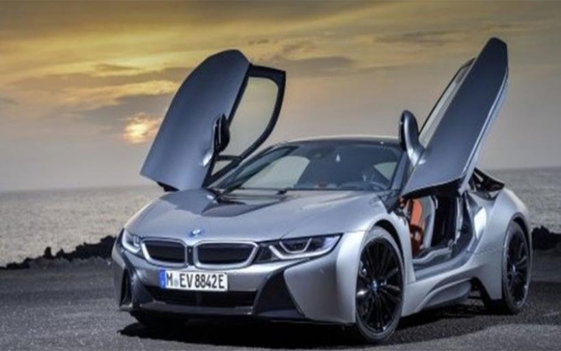 BMW i8 Roadster ενσαρκώνει το μέλλον