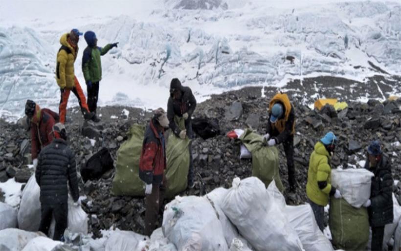 Εκστρατεία καθαρισμού του Εβερεστ -Στόχος να μαζέψουν 10 τόνους σκουπίδια
