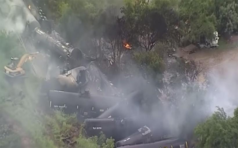 Τρόμος στο Τέξας: Εκτροχιάστηκε τρένο με αιθανόλη