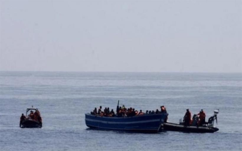 Τυνησία: Δεκάδες μετανάστες παραμένουν επί 15 ημέρες πάνω σε ένα ρυμουλκό
