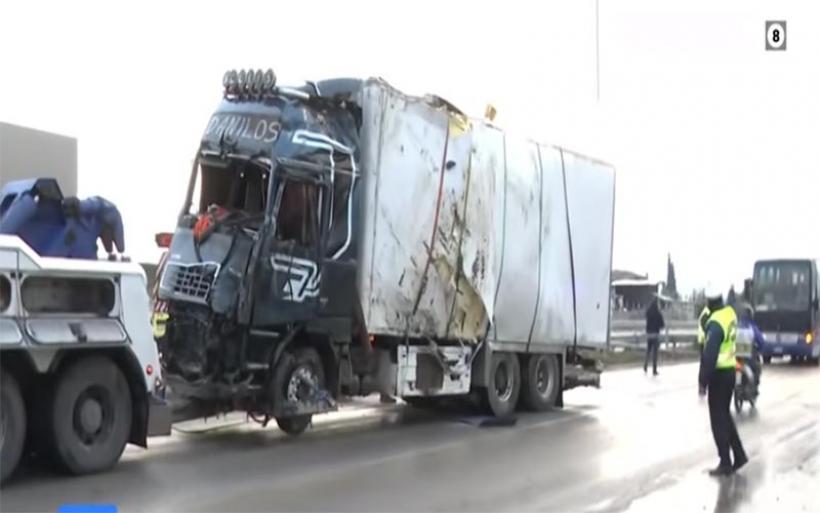 Θανατηφόρο τροχαίο στην εθνική: Σύγκρουση λεωφορείου του ΚΤΕΛ με νταλίκα – Ένας νεκρός