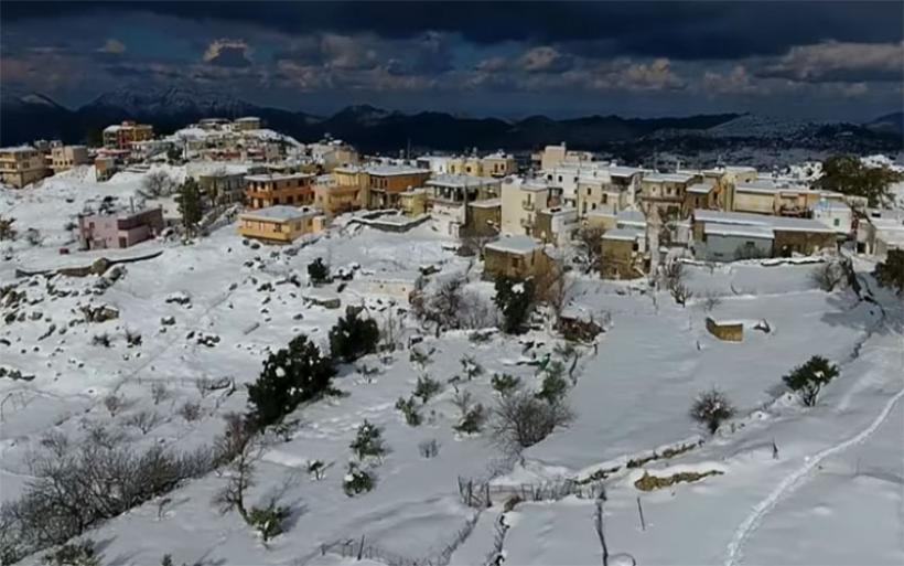 Μαγικές εικόνες από drone πάνω από τον χιονισμένο Ψηλορείτη (vid)