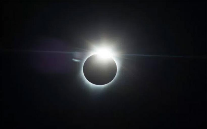 Εντυπωσιακές εικόνες από την ολική έκλειψη ηλίου -Εκατομμύρια κόσμος την απόλαυσε