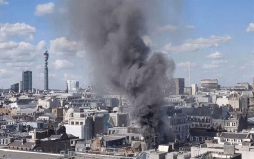 Μεγάλη φωτιά σε κτήριο στο Λονδίνο