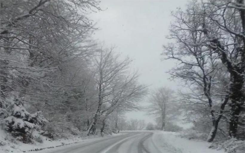 Στα λευκά η κορυφή του Πηλίου – Ριπές ανέμων έως 82 χιλιόμετρα την ώρα στην Σκιάθο
