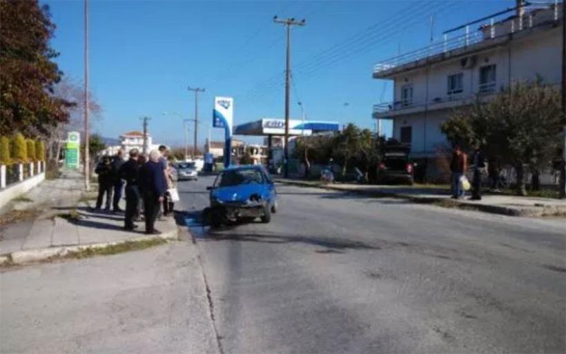 Σφοδρή σύγκρουση δύο ΙΧ στη Ν. Αγχίαλο - Στην είσοδο από την πλευρά του Αλμυρού