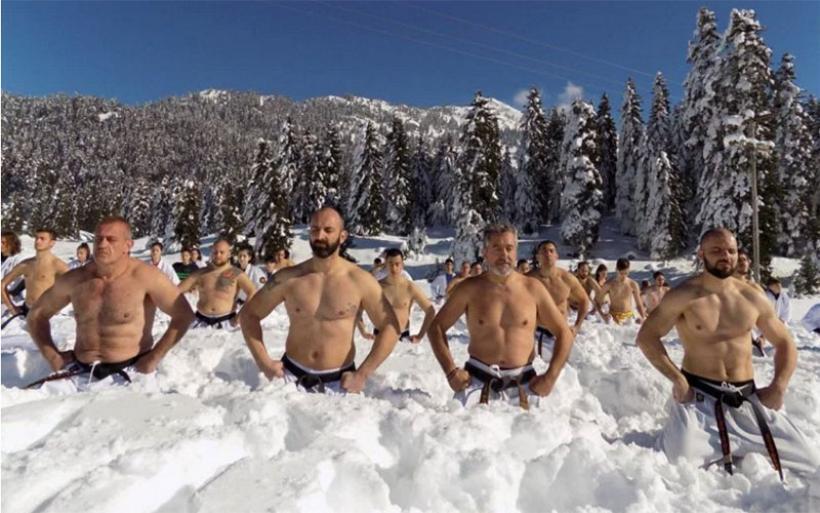 Προπόνηση στις πολεμικές τέχνες μέσα στα χιονισμένα Περτουλιώτικα λιβάδια