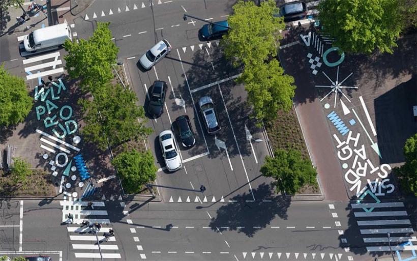 Τα σταυροδρόμια γίνονται έργα τέχνης στη μητρόπολη των αυτοκινήτων