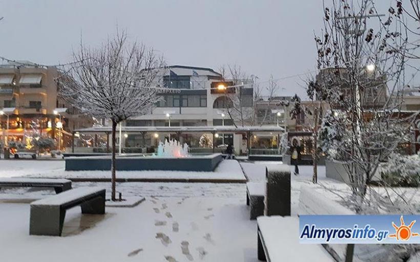 Στα λευκά και η πόλη του Αλμυρού (φωτο)