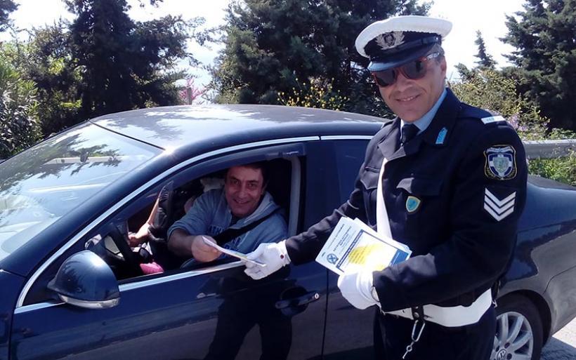 Ενημερωτικά φυλλάδια διένειμαν αστυνομικοί της Τροχαίας Αυτοκινητοδρόμων Μαγνησίας (φωτο)